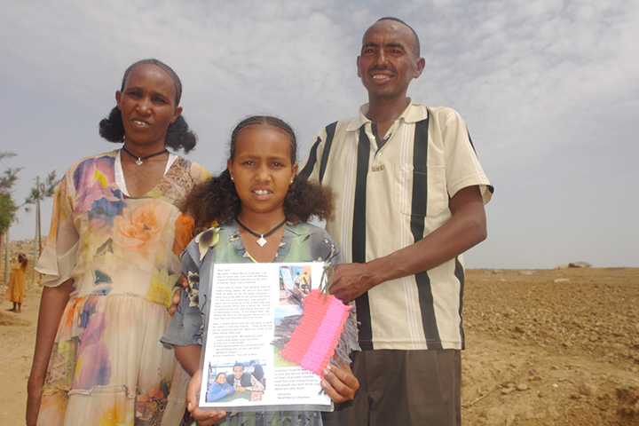 charity-water-blog-tarik-and-her-family-with-letter